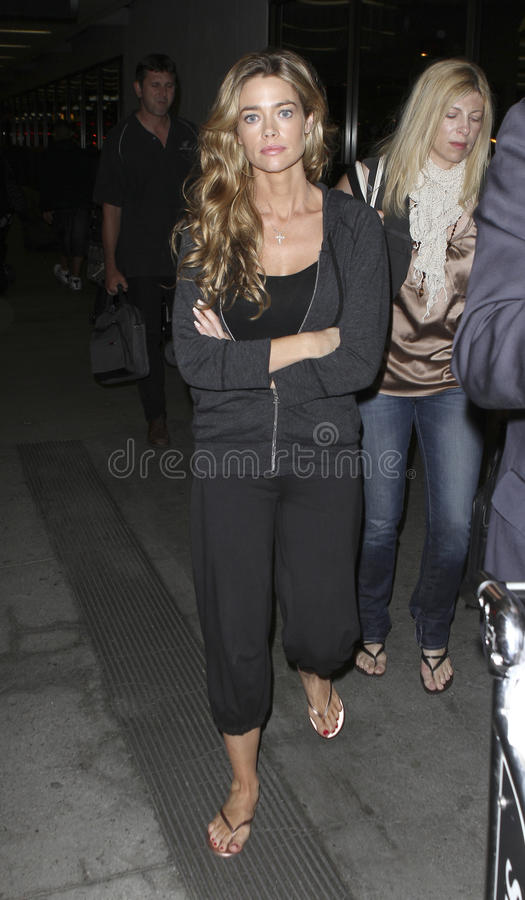 Actress Denise Richards at LAX . LOS ANGELES-AUGUST 3: Actress Denise Richards at LAX . August 3rd in Los Angeles, California 2010 stock photos