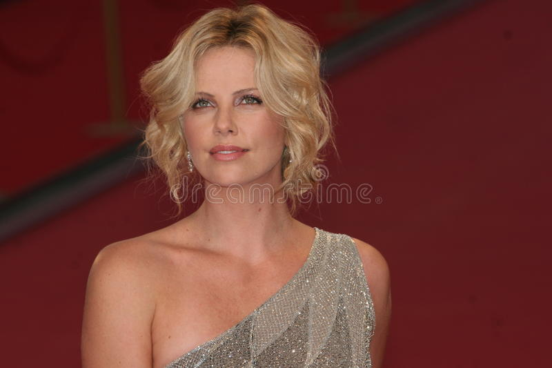 Actrice Charlize Theron stock foto's