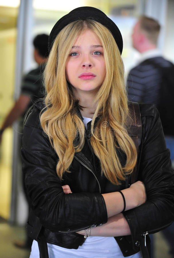 Actrice Chloe Moretz bij LOSSE luchthaven royalty-vrije stock foto