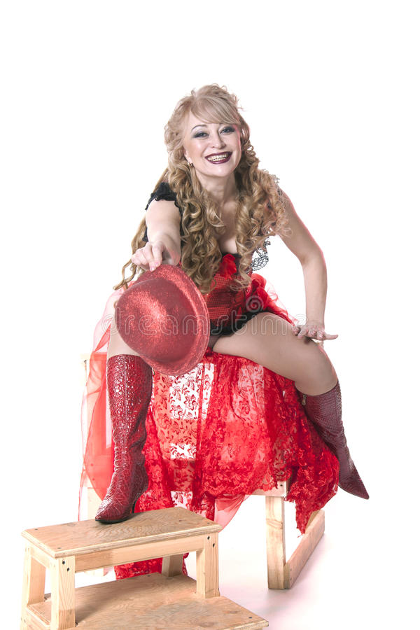 Actrice in een rode kleding en een hoed royalty-vrije stock foto