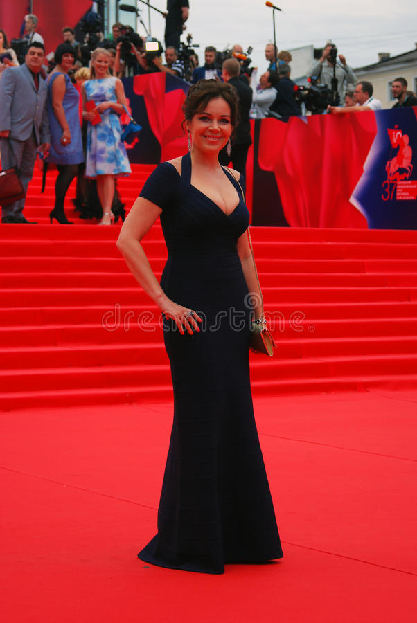 Actrice Ekaterina Rednikova au festival de film de Moscou images stock