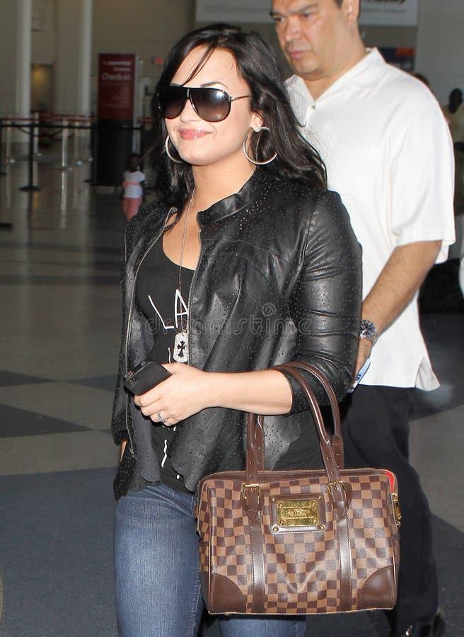 Actriz/cantante Demi Lovato en el aeropuerto de LAX. imágenes de archivo libres de regalías