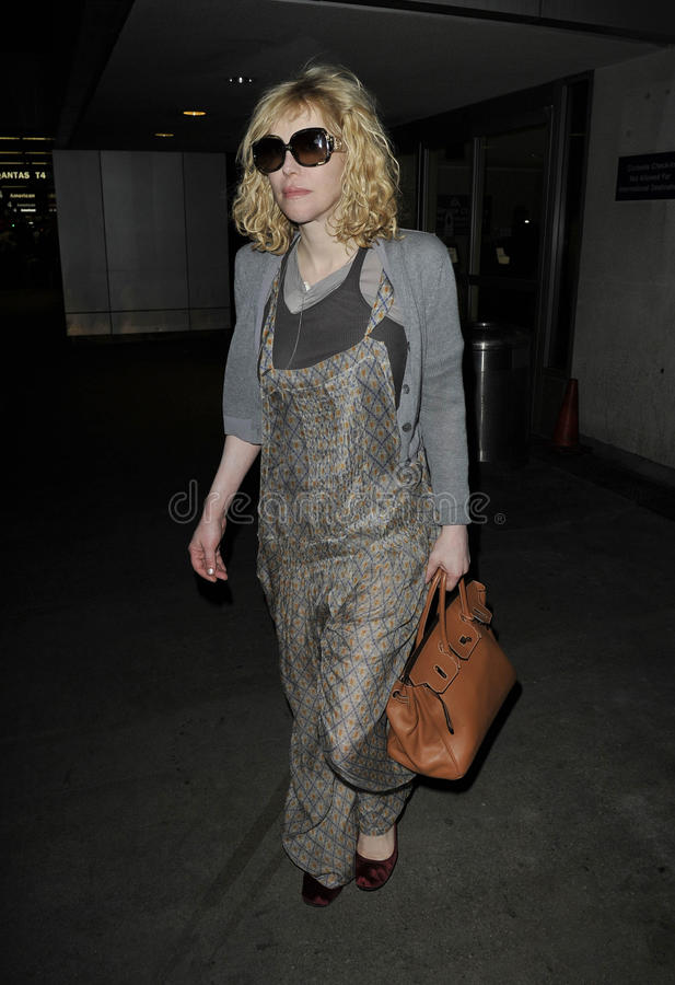 A actriz/cantor Courtney Love é vista em RELAXADO imagens de stock