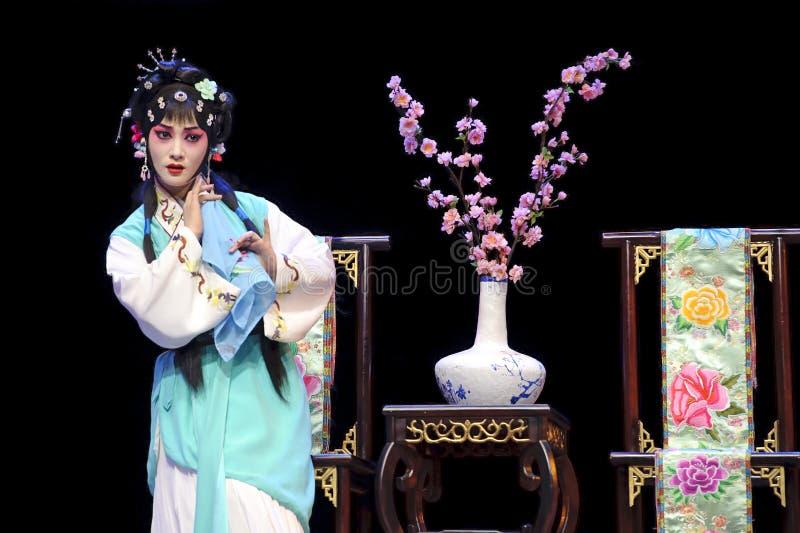 Actriz consideravelmente chinesa da ópera imagens de stock royalty free