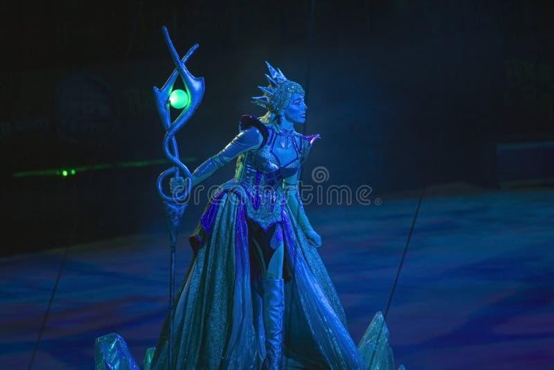 Actriz de la reina Tatiana del circo que se realiza durante el sho de Ringling Bros foto de archivo libre de regalías