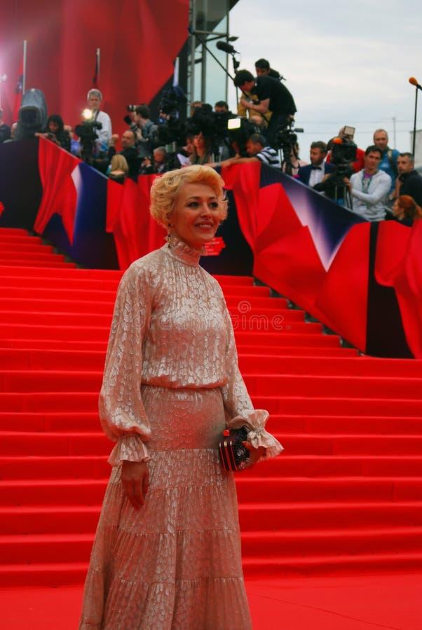 Actriz Ekaterina Volkova en el festival de cine de Moscú fotos de archivo