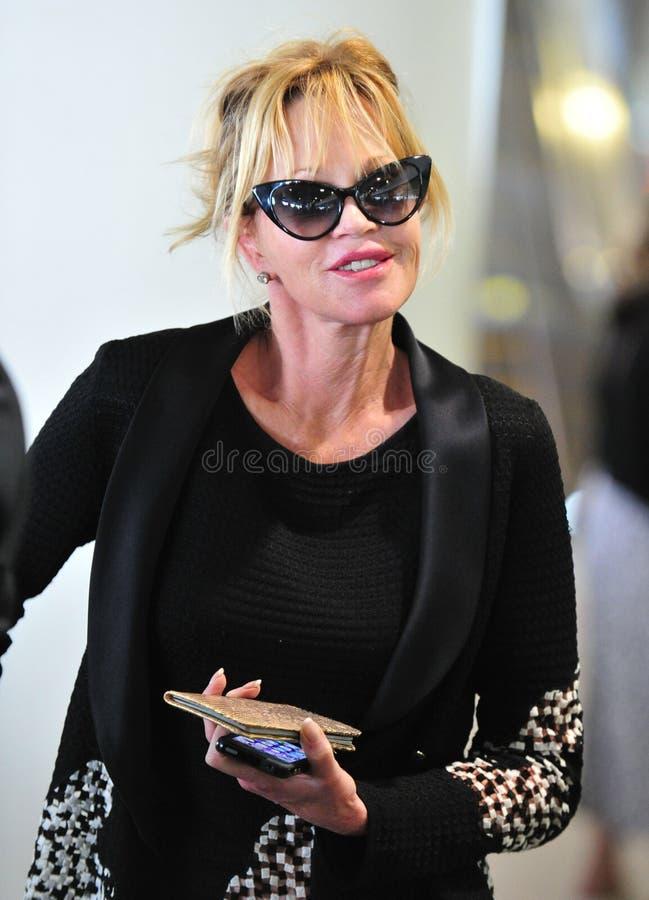 Actriz Melanie Griffith en el aeropuerto de LAX, CA LOS E.E.U.U. imagen de archivo libre de regalías