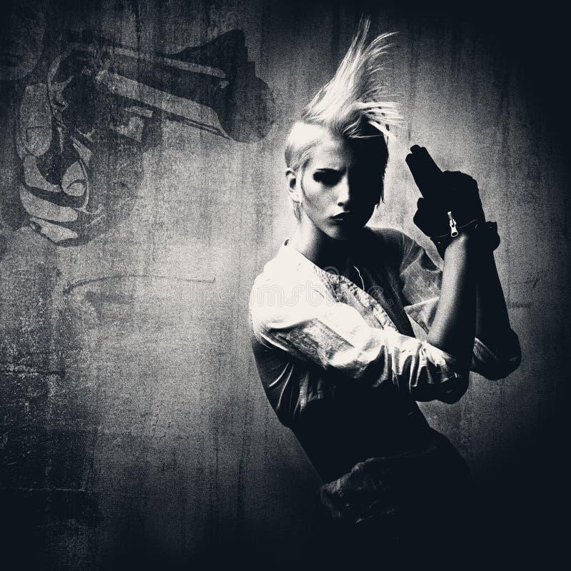 acttractive白肤金发的女孩枪 库存例证