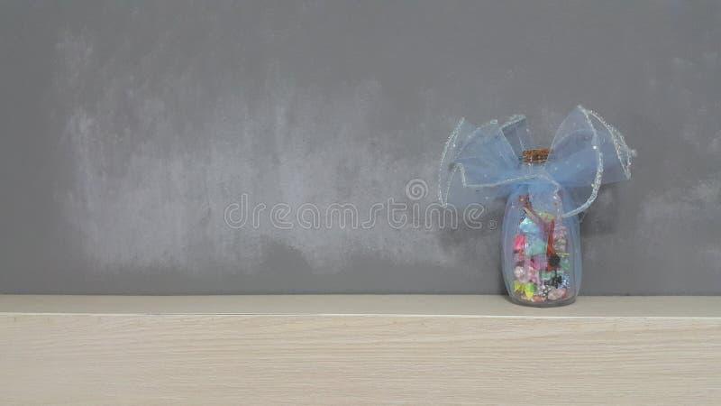 Actual pared gris del regalo triste fotografía de archivo libre de regalías