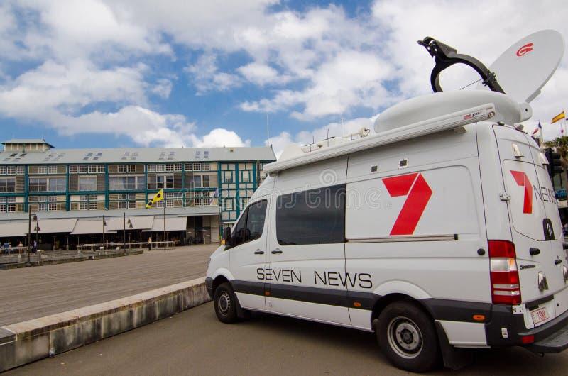Actualités de la Manche 7 en dehors de fourgon de radiodiffusion aux terrasses de quai, Sydney Cove, Woolloomooloo images stock
