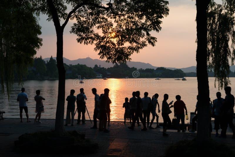 ACTUALITÉS ** Hangzhou fait cuire au four dans 41 degrés de Celsius - la vie de personnes photo stock