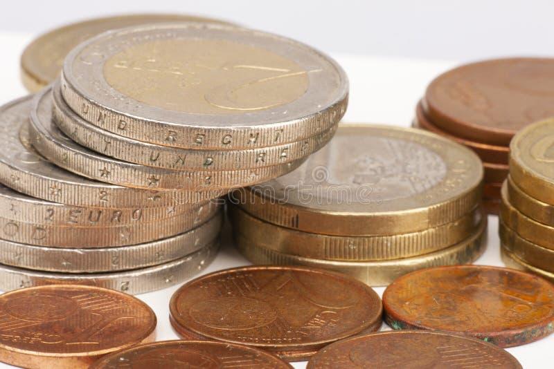 Acu?a el fondo Monedas euro Monedas del centavo foco selectivo de los centavos euro foto de archivo