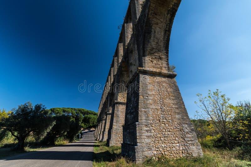 Acueducto de los Pegoes em Portugal fotografia de stock