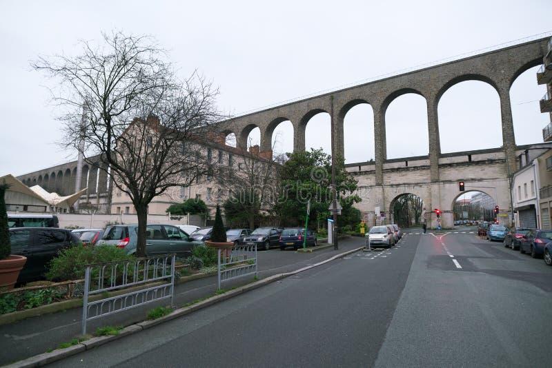 Acueducto en Arcueil-Cachan, París, por la mañana foto de archivo