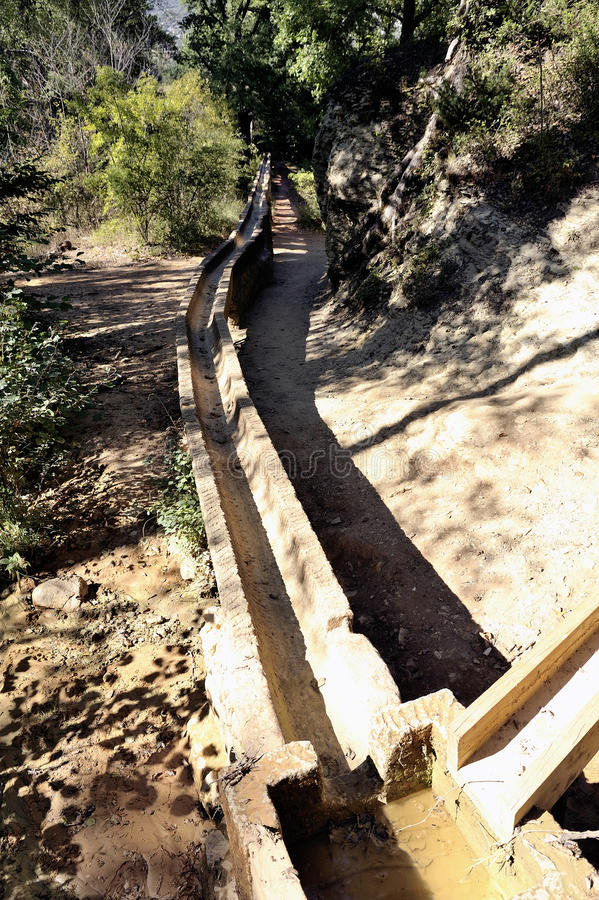 Acueducto romano en Colorado Provencal en Rustrel fotografía de archivo libre de regalías