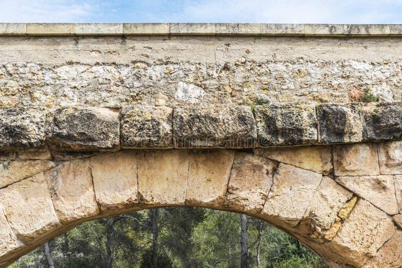 Acueducto romano en Tarragona, España imagenes de archivo