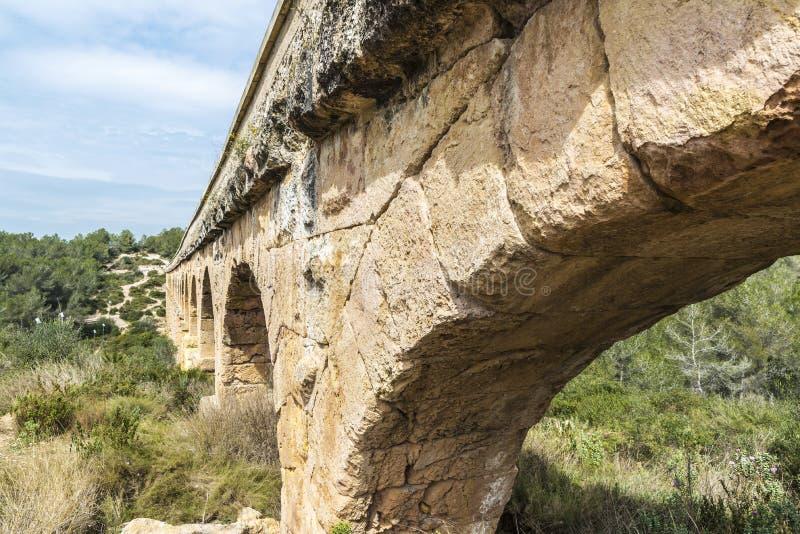 Acueducto romano en Tarragona, España fotos de archivo