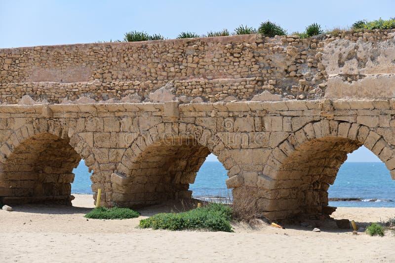 Acueductos romanos Caesarea Maritima Israel imagenes de archivo