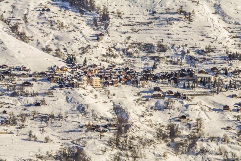 Acuerdo en las montañas de Suiza imagenes de archivo