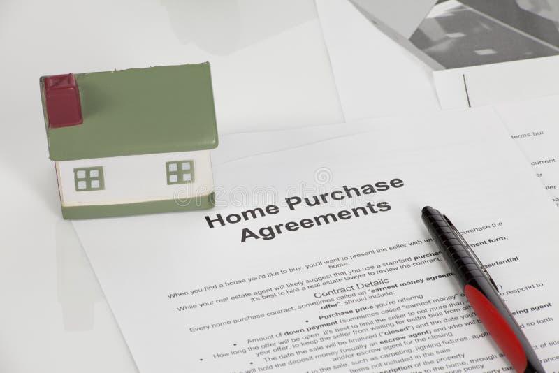 Acuerdos de compra caseros imagenes de archivo