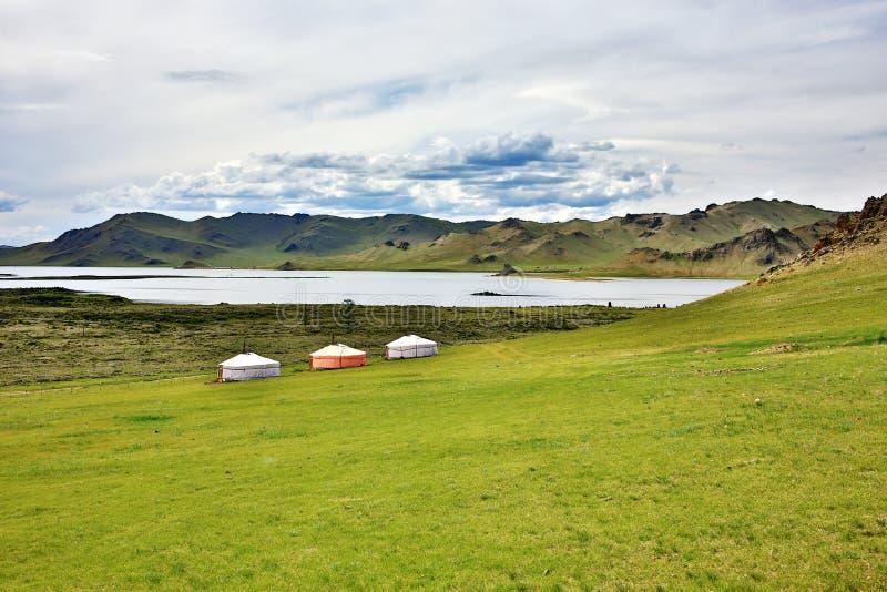 Acuerdos de Yurt, lago Terkhiin Tsagaan, Mongolia central fotos de archivo