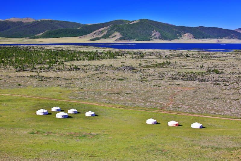 Acuerdos de Yurt, lago Terkhiin Tsagaan, Mongolia central foto de archivo libre de regalías