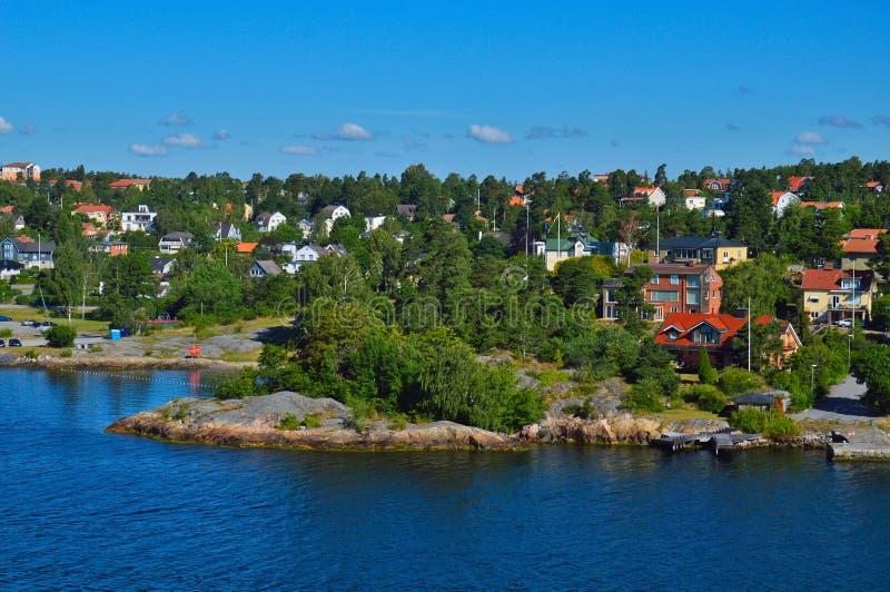 Acuerdos suecos en los islotes del archipiélago de Estocolmo en el mar Báltico, Suecia imagenes de archivo