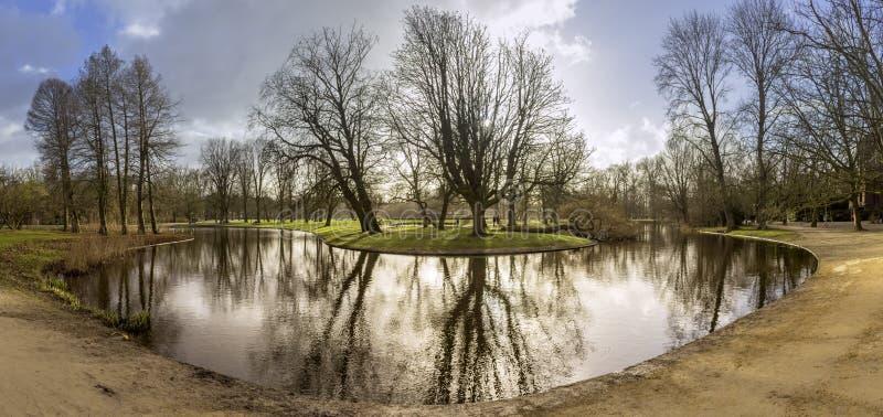 Acumule la foto panorámica del paisaje en Vondelpark, Amsterdam imagen de archivo
