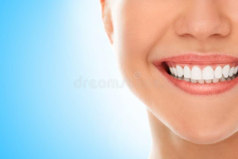 Ad un dentista con un sorriso fotografia stock