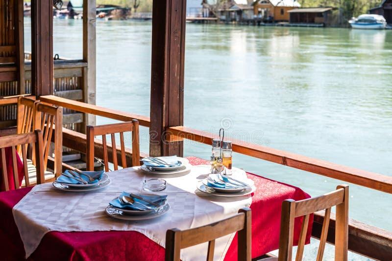 Ada Bojana-rivieroeverrestaurant royalty-vrije stock foto's