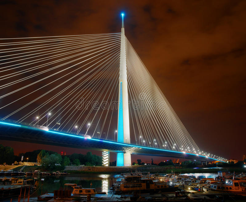 Ada brug, Belgrado Het beeld van de nacht royalty-vrije stock afbeelding
