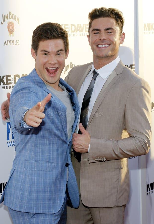 Adam DeVine et Zac Efron photos stock