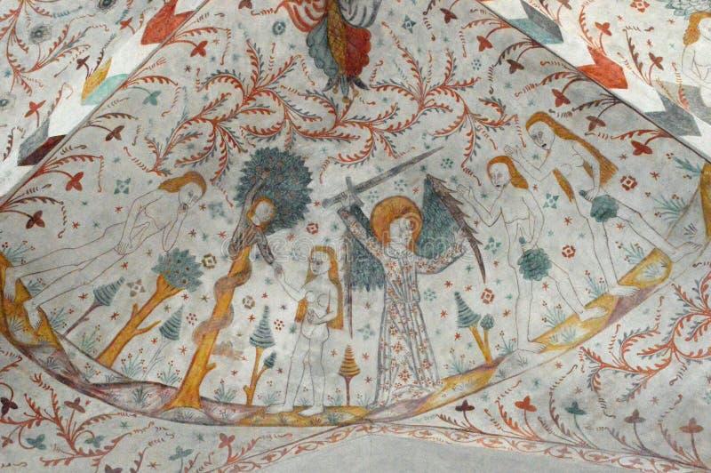 Adam et Ève, l'arbre et le serpent - églises Frescoed d'église de Møn - de Keldby images stock