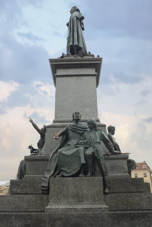 Download Adam Mickiewicz Monument - Krakau - Polen Redaktionelles Foto - Bild von poliermittel, outdoor: 106804636