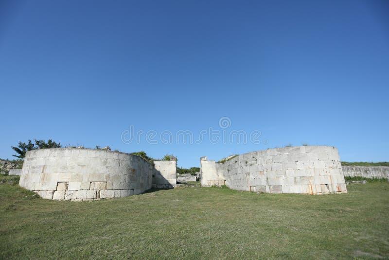 Adamclisi ruiny w Rumunia, ściany zakończenia widok obrazy royalty free