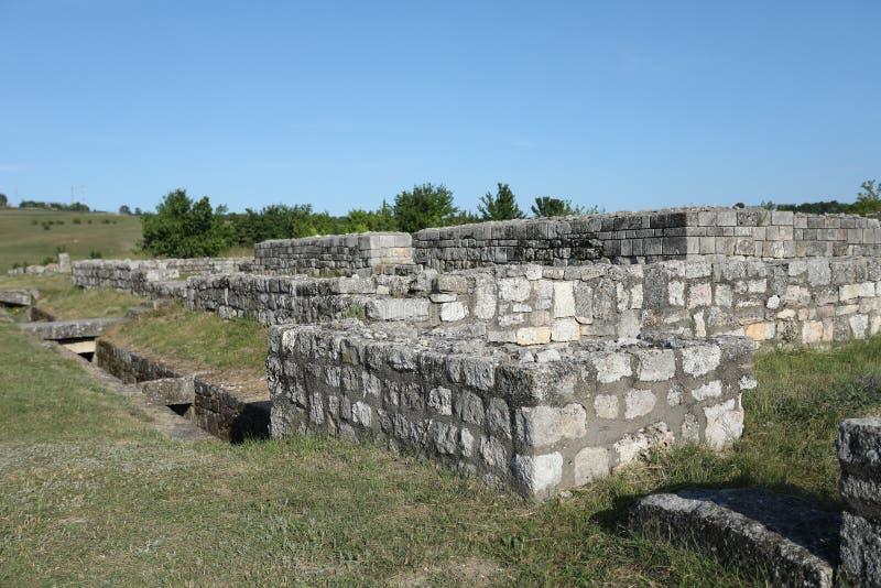Adamclisi ruiny w Rumunia, kołysają zakończenie widok i izolują zdjęcia stock