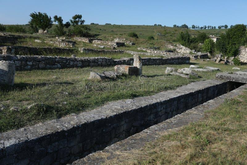 Adamclisi ruiny w Rumunia, skały od zmielonego zakończenie widoku zdjęcie royalty free