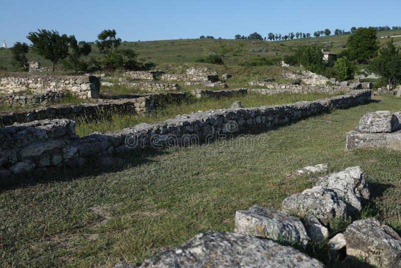 Adamclisi ruiny w Rumunia, skały od zmielonego zakończenie widoku obraz royalty free