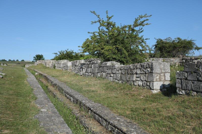 Adamclisi ruiny w Rumunia, skały w zmielonym zakończenie widoku obraz stock