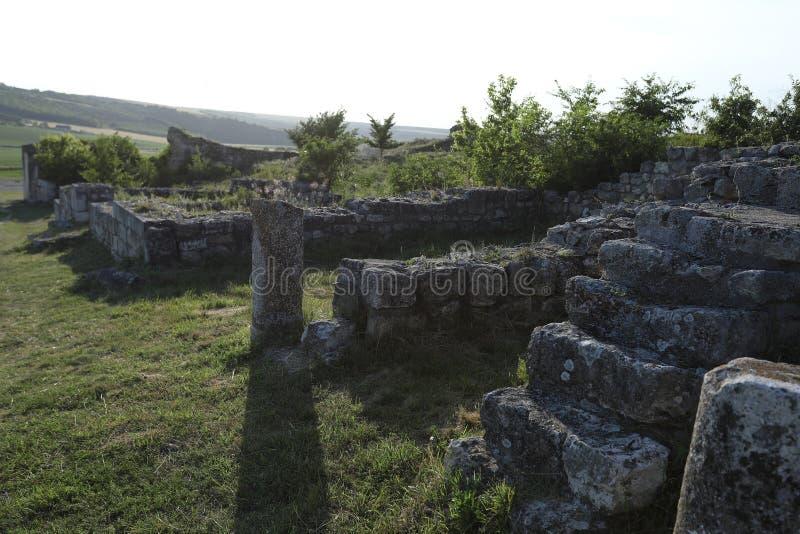 Adamclisi ruiny w Rumunia, stary ściany zakończenia widok fotografia royalty free