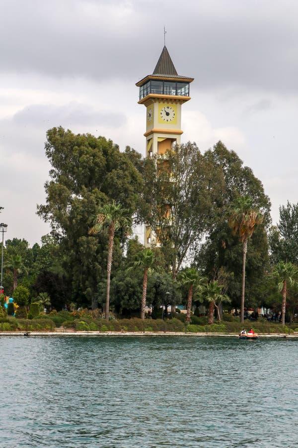 Adana/die Türkei am 6. Juni 2019 Glockenturm Adanas Yuregir stockbild