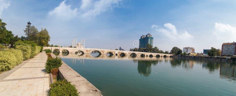 Adana kamienia most obraz royalty free