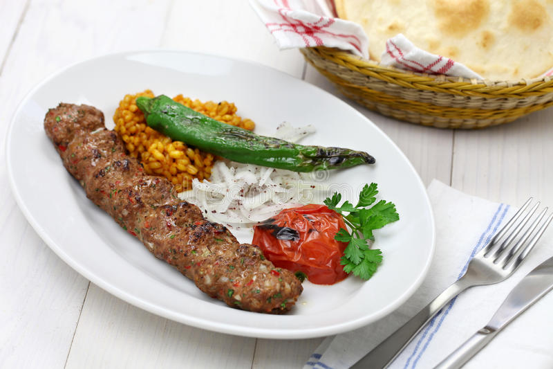 Adana kebab, τουρκικά τρόφιμα στοκ εικόνα με δικαίωμα ελεύθερης χρήσης