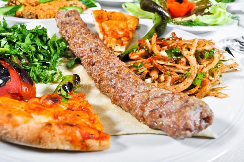 Adana kebap, gotujący mięso zdjęcie stock