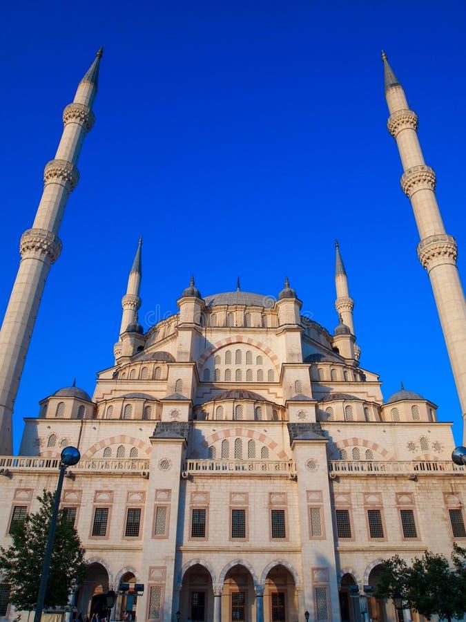 Adana miasta meczet i błękita niebo zdjęcia stock