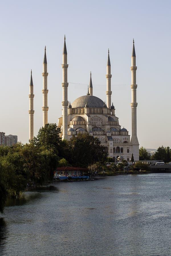 Adana, Turcja/, Sabanci Środkowy meczetowy widok zdjęcia stock