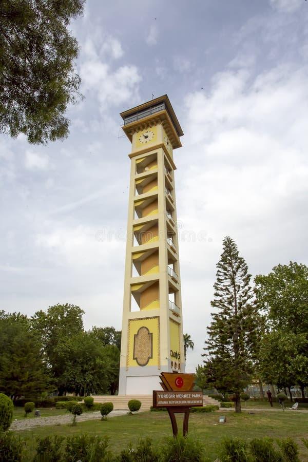 Adana/Turquía, el 6 de junio de 2019, torre de reloj de Adana Yuregir imágenes de archivo libres de regalías