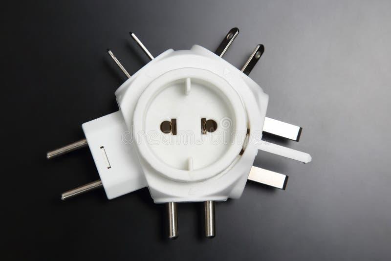 Adaptador para tomadas elétricas diferentes imagens de stock