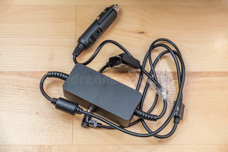 Adattatore di potere dell'automobile per gli apparecchi elettronici e le batterie fotografia stock