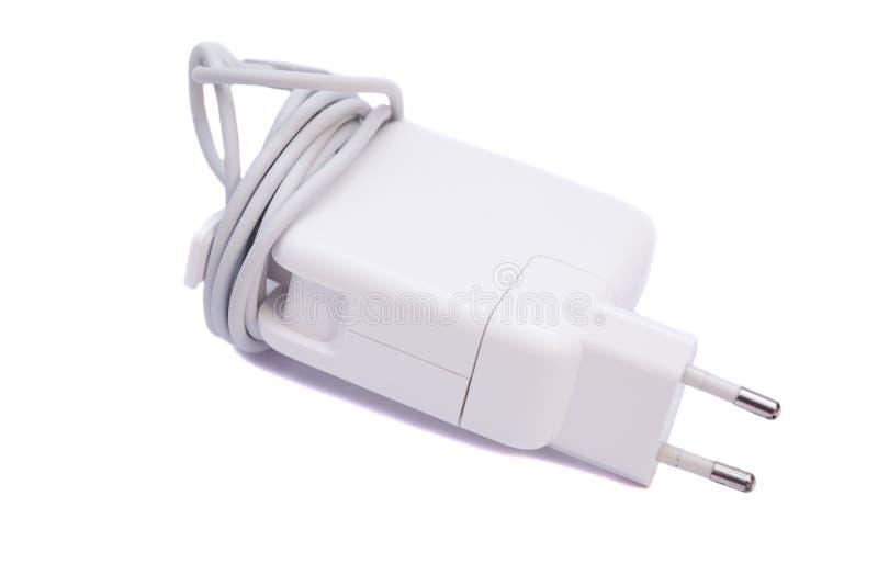 Adattatore elettrico a porta USB isolata su bianco fotografie stock